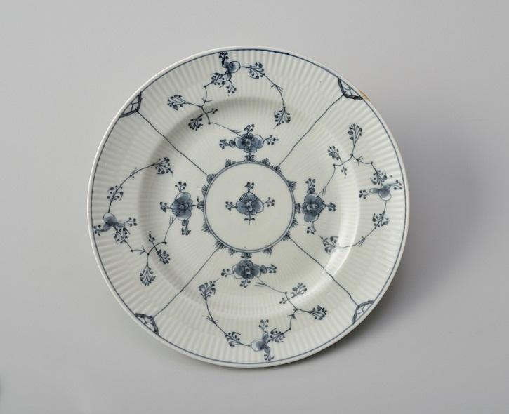 皿「ブルーフルーテッド」ロイヤル コペンハーゲン 1785年頃